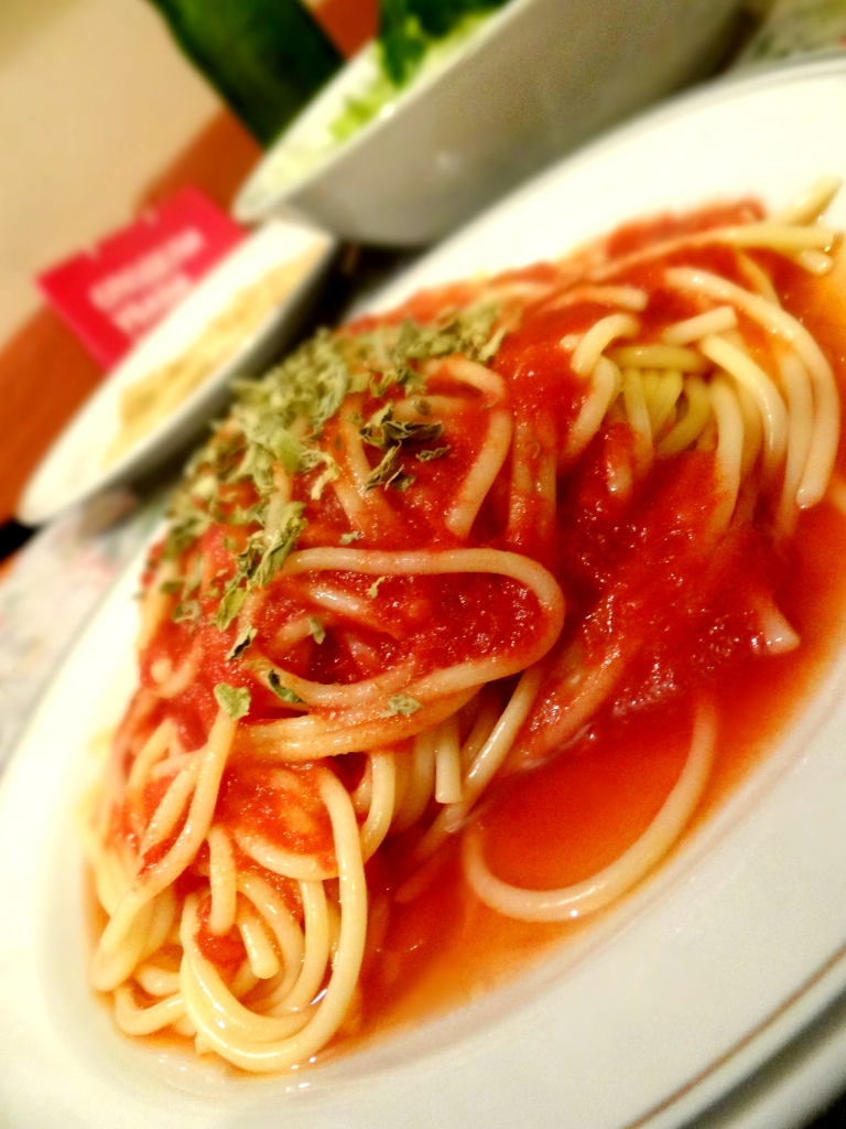 Tomato Sauce and Basil Spaghetti / Шпагети со салца и босилек